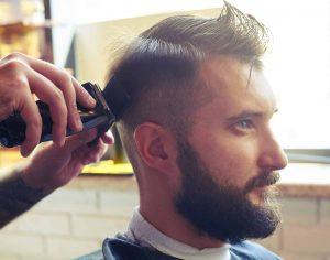 Mies parturissa